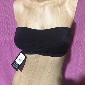 Black strapless bra